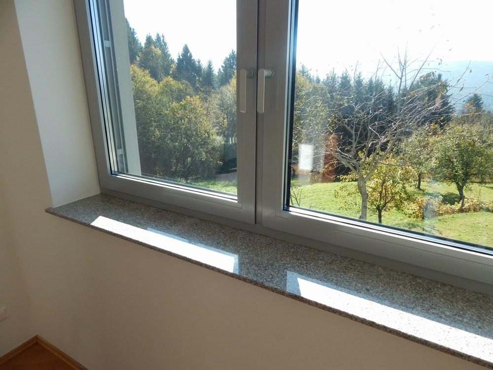okenske police zunanje ali notranje narejene iz granita ali marmorja ugodno cenik granitnih. Black Bedroom Furniture Sets. Home Design Ideas